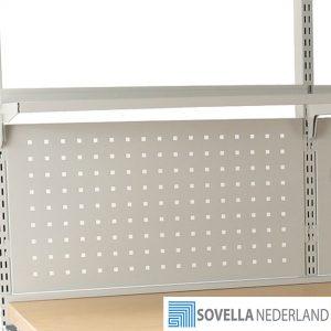 Sovella en Treston geperforeerd bord voor het ophangen van taperollers, en snijmesjes nabij de inpaktafel